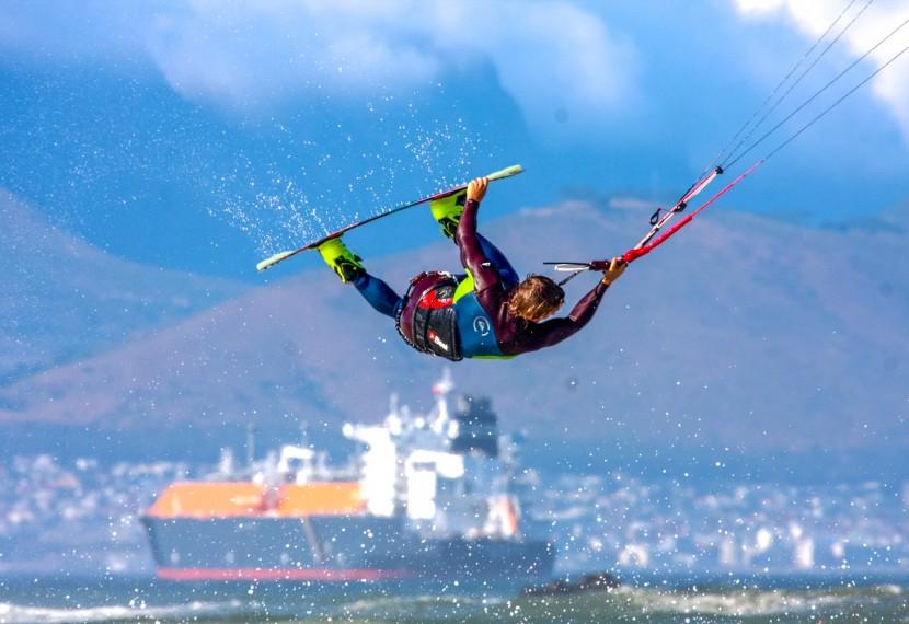 Jakie mamy rodzaje i odmiany kitesurfingu ?