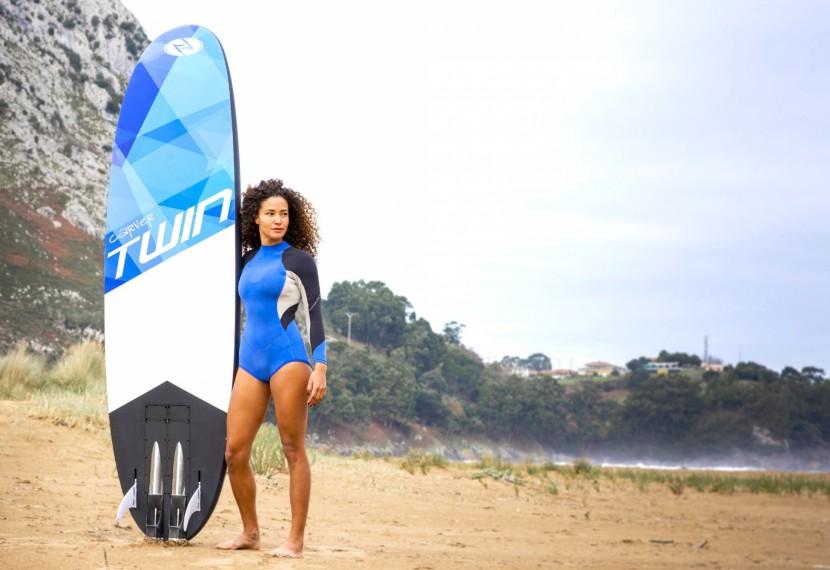 JET SURFING na elektrycznej desce. Nowy sport surfingowy dla wszystkich miłośników surfowania, kitesurfingu i windsurfingu.