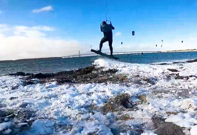 Snowkite z deską kitesurfingową ;)