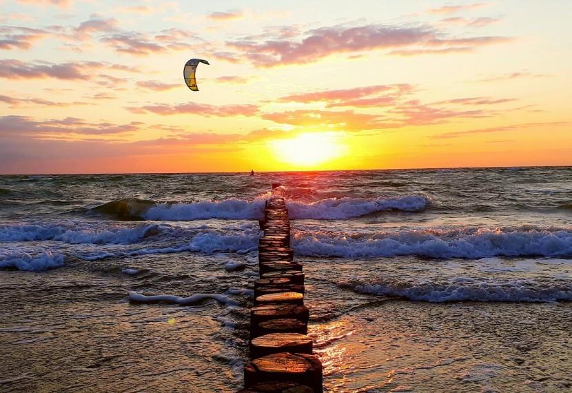 Zatoka Pucka i Półwysep Helski jako bezapelacyjna mekka wszystkich kitesurferów.